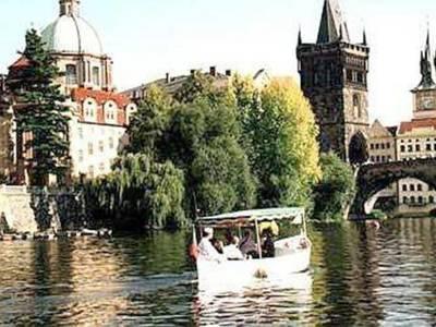 Medium boat trip